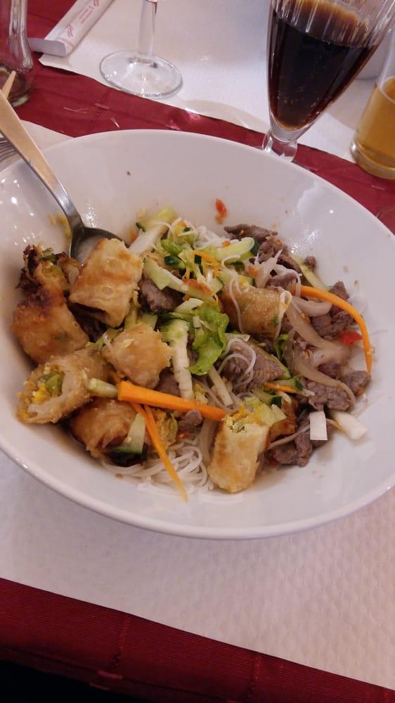 Notre traiteur était le Restaurant Le Saïgon 82 rue de Bressigny 02 41 43 32 14