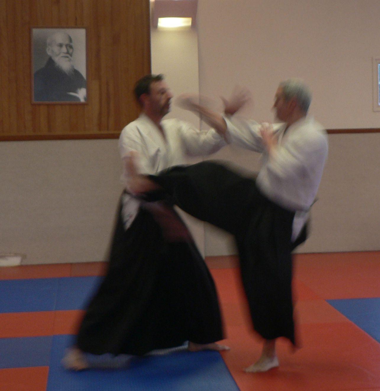 Laurent Pasquier en cours adultes, Irimi sur une attaque mae geri